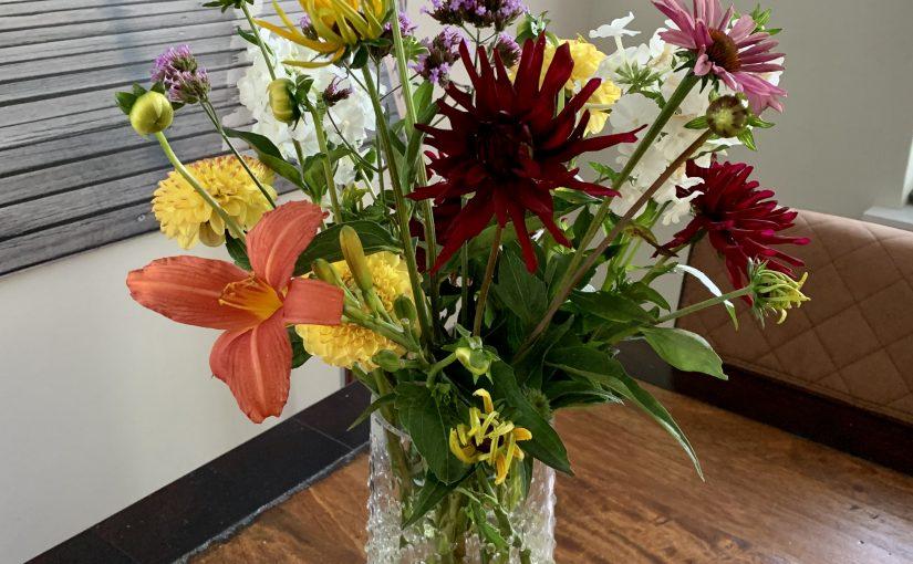 Bloemen uit eigen tuin op de vaas: met dit boek gaat het lukken